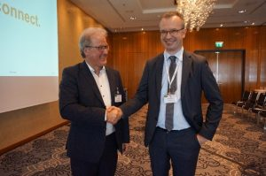 Achim Gerdes of Weidmüller (left) reported how digital processes have improved their purchasing (in the picture with Michael Bibow, Newtron)