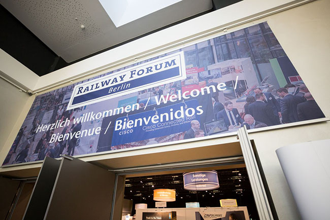 Over 1,000 visitors discussed future issues of the railway industry at the Railway Forum Berlin – first and foremost around digital transformation (Photo: IPM/Offenblen.de - Agentur für Fotografie)