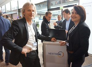 Martin Kinauer (Hawle, left) networking with Anissa Hartmann