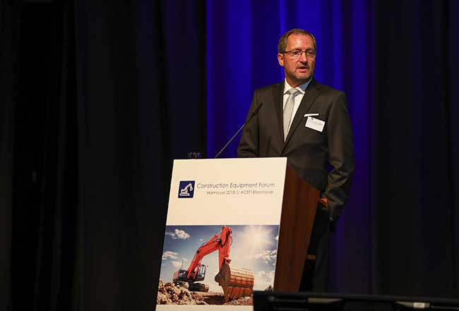 Professor Walther (IPM) opens the first Construction Equipment Forum, which makes an important contribution to securing the future of the industry (photo courtesy of IPM)