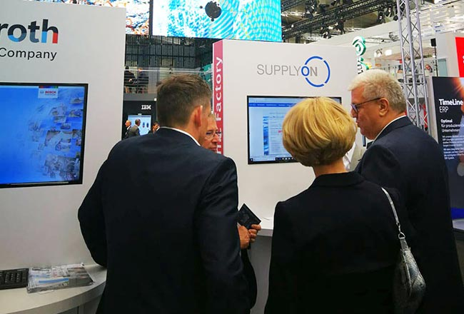 Industrial intelligence meets industrial track & trace at Hannover Messe 2019: Innovative showcase enables new dimensions of visibility in manufacturing
